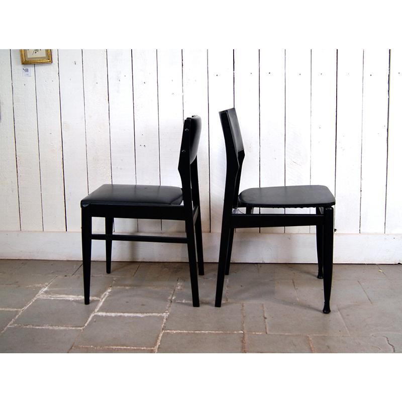 5 chaises noires 225 atelier belvedere. Black Bedroom Furniture Sets. Home Design Ideas